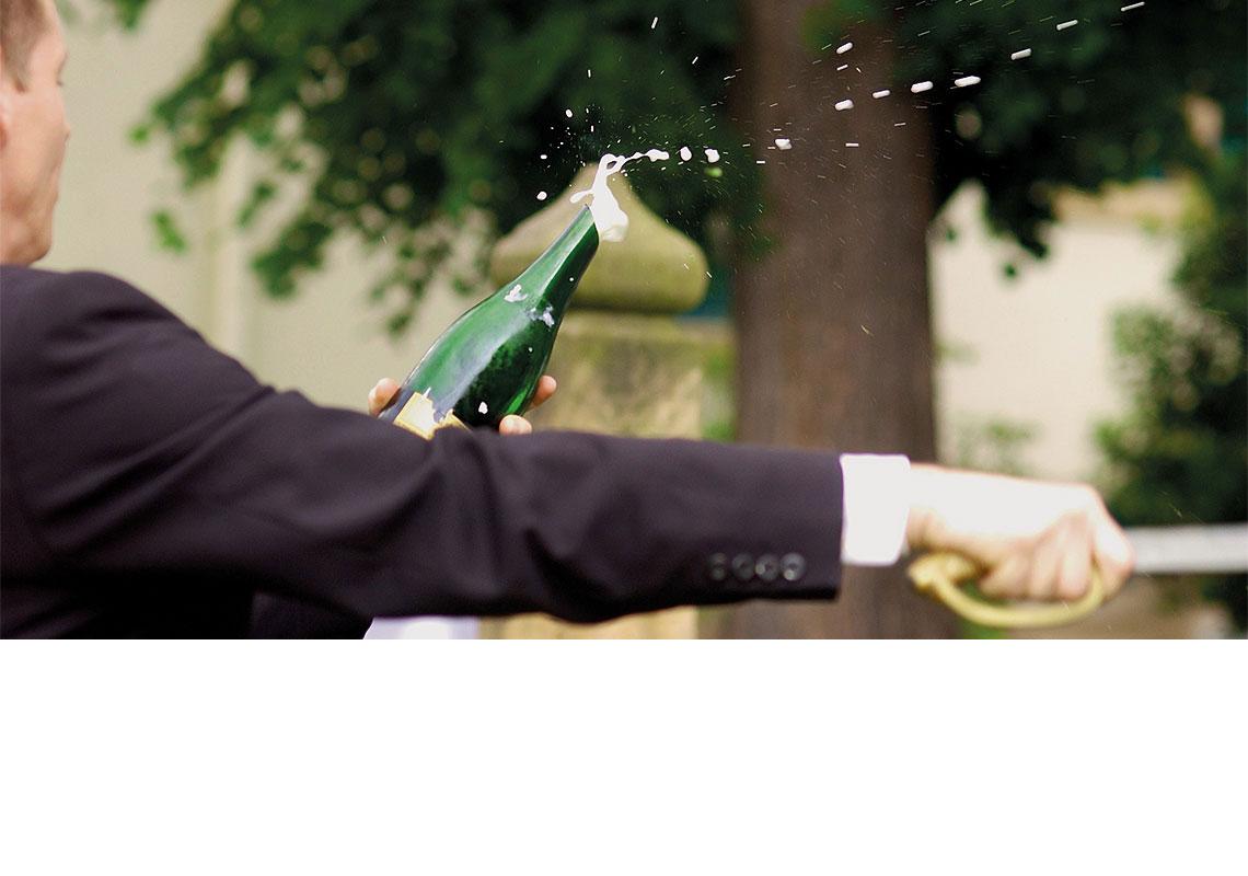 FEIERN – Köpfen einer Sektflasche © Armin Faber